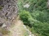 Un Tramo del camino bajando hacia la presa
