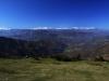Panoramica del valle y las cumbres nevadas de la Cordillera subiendo al Pico Trigueiro